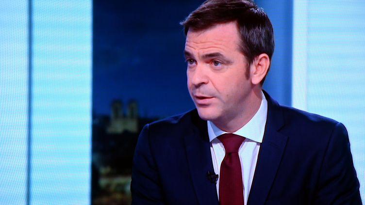 Le ministre de la Santé, Olivier Véran, invité mardi 29 décembre du 20h de France 2. (ALEXANDRE MARCHI / MAXPPP)