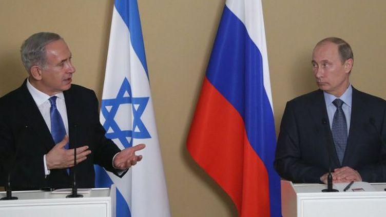 Lors d'une rencontre à Sotchi, le14 mai 2013, Vladimir Poutine demande à Benjamin Netanyahu d'éviter tout acte pouvant déstabiliser la Syrie. (AFP PHOTO/POOL/Maxim Shipenkov)