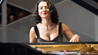 Glamour et passionnée, la pianiste Khatia Buniatishvili détonne dans l'univers feutré du classique. (ELMAR KREMSER/SVEN SIMON / SVEN SIMON)