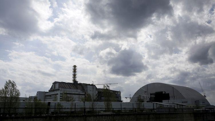Le quatrième réacteur de la centrale de Tchernobyl (Ukraine), endommagé par une explosion le 26 avril 1986, photographié 30 ans plus tard, le 22 avril 2016. (GLEB GARANICH / REUTERS)