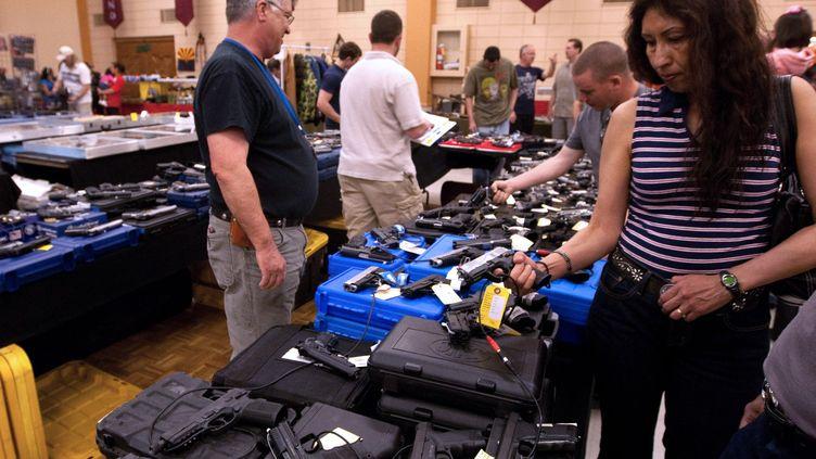 Exposition d'armes de poingà El Paso, Texas (Etats-Unis) le 13 mars 2011. (STR / AFP)