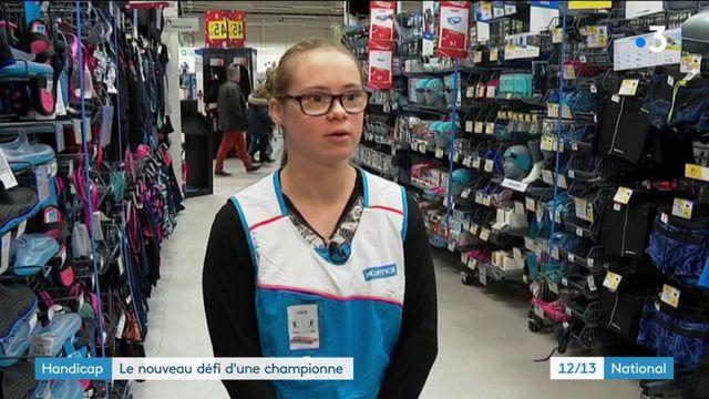 Travail : le nouveau défi d'une championne de natation, atteinte de trisomie 21