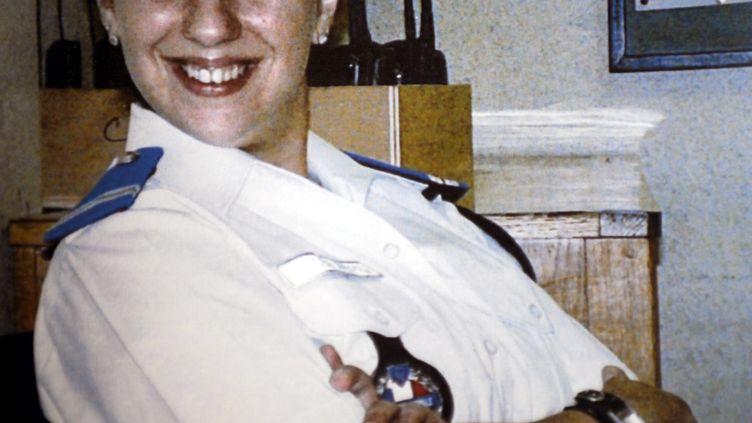 Reproduction réalisée le 21 mai 2010, à la mairie de Villiers-sur-Marne, de la photo ouvrant le registre de condoléances d'Aurélie Fouquet, la policière municipale tuée. (AFP / MAIRIE DE VILLIERS-SUR-MARNE)
