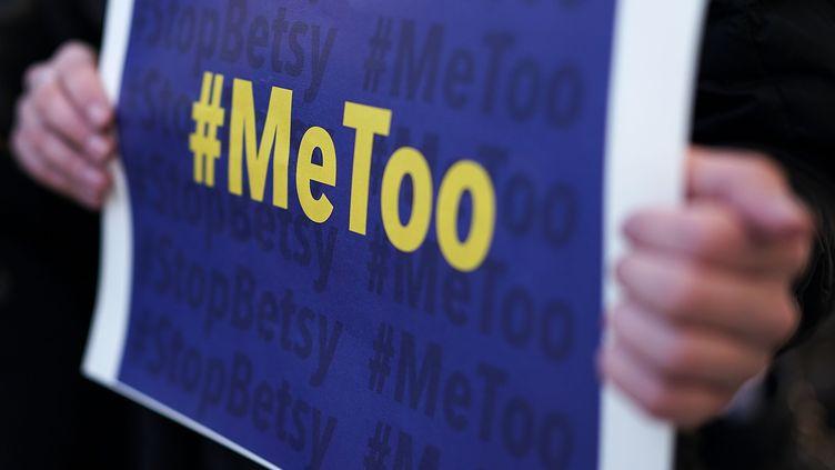 Le hashtag MeeToo, créé en octobre 2017, par une actriceà Hollywood a lancé un mouvement mondial de dénonciation du harcèlement et des agressions sexuels. (GETTY IMAGES)