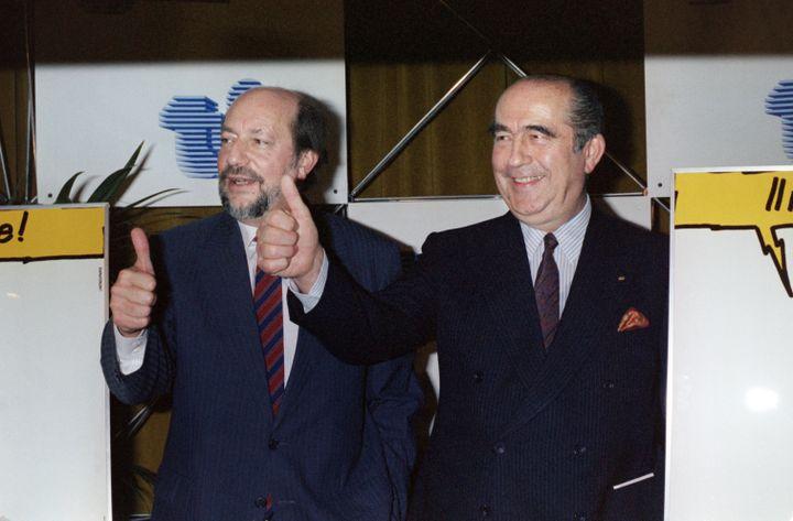 Hervé Bourges à droite et Francis Bouygues à gauche. (JOEL ROBINE / AFP)