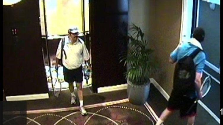 Les caméras de l'hôtel de Dubaï montrent les meurtriers présumés d'un cadre du Hamas, déguisés en touristes. (AFP  / Police de Dubaï)