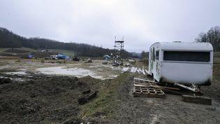 """Le campement des """"zadistes"""" sur le chantier du barrage de Sivens (Tarn), le 6 janvier 2015. (PASCAL PAVANI / AFP)"""