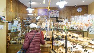 Boulangerie à Paris, le 23 mars 2020. (ADNAN FARZAT / NURPHOTO / AFP)