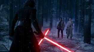 """Adam Driver, Daisy Ridley et John Boyega dans """"Star Wars 7""""  (Lucasfilm Ltd. & TM. All Right Reserved)"""
