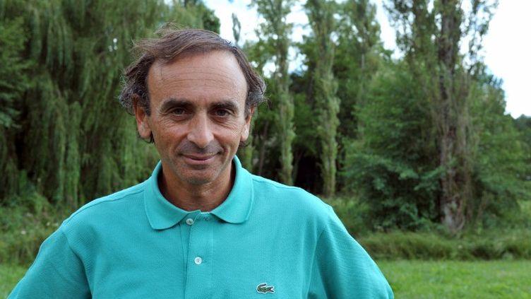 """Le journaliste Eric Zemmour à Chanceaux-près-Loches (Indre-et-Loire) à l'occasion du festival """"la forêt des livres"""", le 29 août 2010. (ALAIN JOCARD / AFP)"""