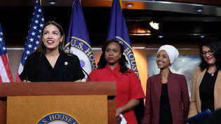 Les élues démocratesAlexandria Ocasio-Cortez, Ayanna Pressley, Ilhan Omar et Rashida Tlaib, le 15 juillet 2019, lors d'une conférence de presse àWashington. (ALEX WROBLEWSKI / GETTY IMAGES NORTH AMERICA / AFP)