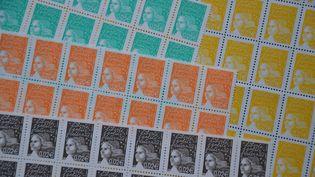 Le camion de 38 tonnes volé transportait une cargaison de timbres dont le montant totale atteignait les 20 millions d'euros. (CITIZENSIDE / GERARD BOTTINO / AFP)
