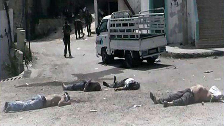 Image fournie par un témoin anonyme d'une rue de Banias (Syrie) où les forces syriennes ont commis un massacre, le 2 mai 2013. (AP / SIPA)