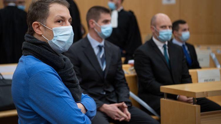 """Le frère de la victime au procès de sept militaires poursuivis pour """"homicide involontaire"""", le 23 novembre 2020. (LOIC VENANCE / AFP)"""