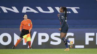 Marie-Antoinette Katotocélèbre son but contrel'Olympique Lyonnais en championnat (D1 Arkema), le 20 novembre 2020 au Parc des Princes(Paris, France). (STEPHANE ALLAMAN / AFP)