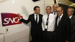 Emmanuel Macron lors de l'inauguration de la LGV reliant Paris à Rennes et Paris à Bordeaux, samedi 1er juillet 2017. (GEOFFROY VAN DER HASSELT / AFP)