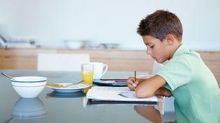 Selon une enquête du Credoc,près d'un professeur des écoles sur deux (47%) a constaté que, dans sa classe, des élèves ne prenaient pas depetit déjeuner. (MAXPPP)