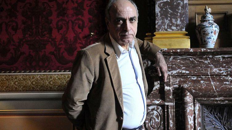 L'homme d'affaires Ziad Takieddine, poursuivi dans le volet financier de l'affaire Karachi, pose dans son appartement parisien, le 18 octobre 2012. (ANTONIOL ANTOINE/SIPA)
