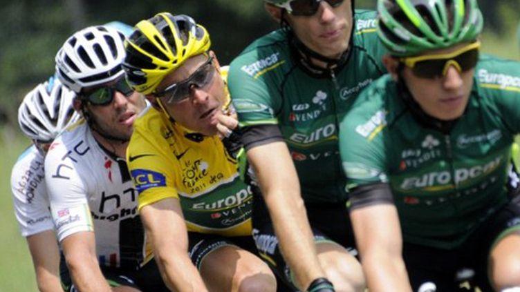 Thomas Voeckler en jaune à l'avant du peloton (LIONEL BONAVENTURE / AFP)