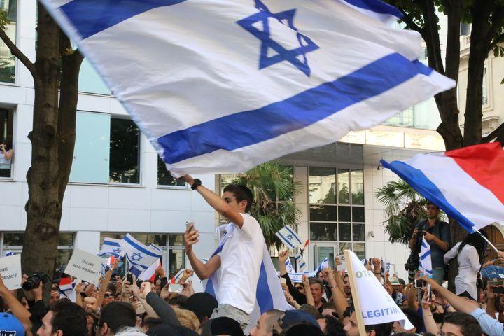 Manifestation de soutien à Israël,le 31 juillet 2014,devant l'ambassade d'Israël, à Paris. (ANTHONY DEPERRAZ / CITIZENSIDE.COM / AFP)