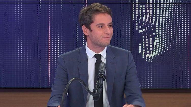 """Gabriel Attal,porte-parole du gouvernement était l'invité du """"8h30franceinfo"""", lundi 28 juin 2021. (FRANCEINFO / RADIOFRANCE)"""
