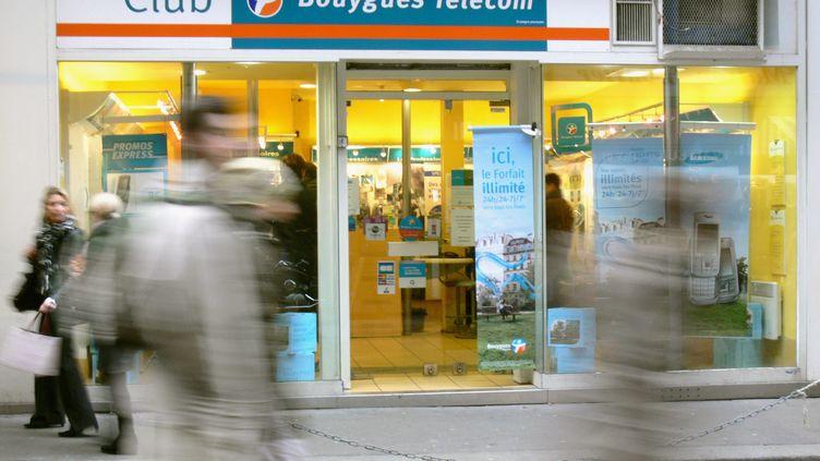 A partir du lundi 19 mars 2012, Bouygues Telecom doit baisser de 10% à 40% ses offres téléphonie mobile de la gamme Eden. (FABRISSA DELAVILLE / MAXPPP)