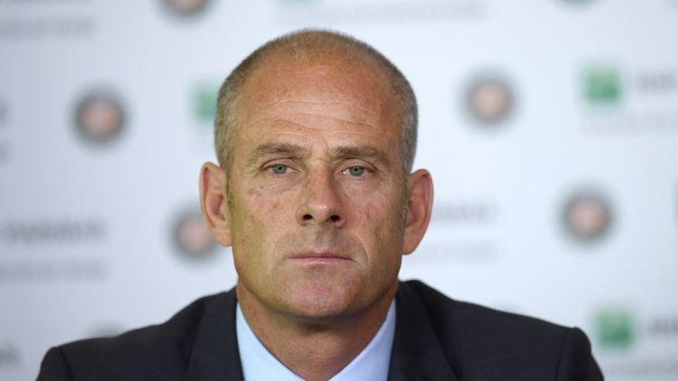 Le directeur de Roland Garros, Guy Forget, ici en conférence de presse en 2017. (GABRIEL BOUYS / AFP)
