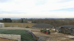 France 2 est partie à la rencontre d'agriculteurs qui ont décidé de se mettre à la production d'énergie. (France 2)