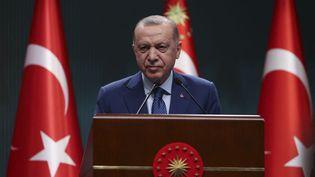 Le président turc Recep Tayyip Erdogan, lors d'une conférence de presse à Ankara (Turquie), le 29 mars 2021. (ERCIN ERTURK / ANADOLU AGENCY / AFP)