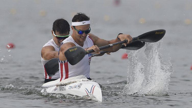 L'Alsacien de 32 ans, Guillaume Burger (au premier plan), est au centre d'une controverse grandissante après l'épisode de sa qualification pour les JO de Tokyo refusée par la fédération internationale de canoë-kayak, le 14 mai 2021. (JEAN MARIE HERVIO / DPPI MEDIA)