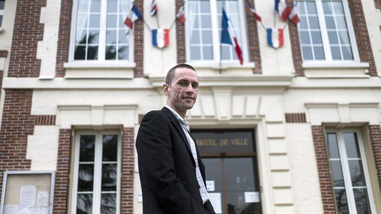 Le maire FN de Mantes-la-Ville (Yvelines), Cyril Nauth, le 31 mars 2014. (FRED DUFOUR / AFP)
