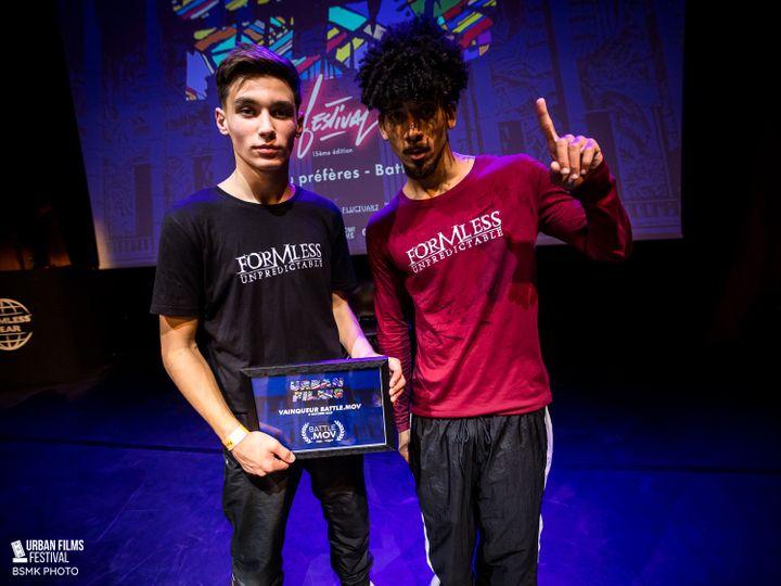 B-boy Lagaet, un des membres du jury, aux côtés de Marlone (Immigrandz Crew), gagnant du concours e-Battle Mov 2020 (BSMK PHOTO Formless corp)