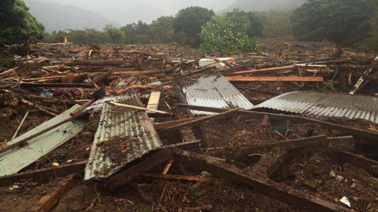 Les dégâts après un glissement de terrain provoqué par les intempéries à Houaïlou, en Nouvelle-Calédonie, le 22 novembre 2016. (GAËL DETCHEVERRY / NC1ERE)