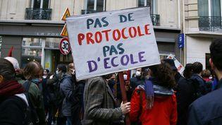 Des enseignants en grève, le 10 novembre 2020 à Paris. (QUENTIN DE GROEVE / HANS LUCAS / AFP)