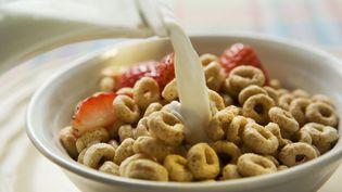 D'après l'étude de Santé publique France, la consommation de céréales au petit-déjeuner joue un rôle dans l'exposition au cadmium, un composé des engrais phosphatés (image d'illustration). (FOODCOLLECTION GESMBH / FOODCOLLECTION / AFP)