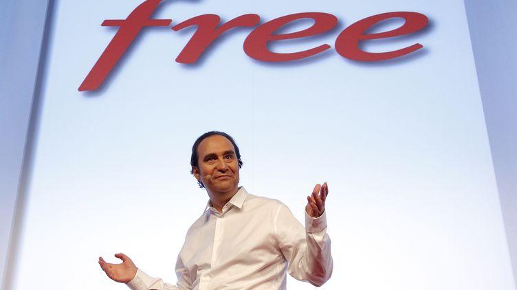 Xavier Niel, fondateur de Free, présente ses offres de téléphonie mobile à l'occasion d'une conférence de presse, le 10 janvier 2012 à Paris. (BENOIT TESSIER /REUTERS)