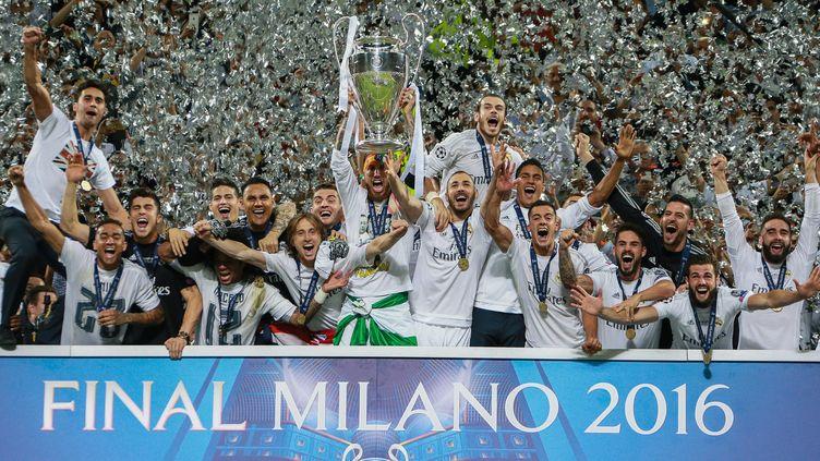 Les stars du Real Madrid célébrant leur victoire face à l'Atletico Madrid, le 28 mai 2016 à Milan (Italie). (ANTON DENISOV / SPUTNIK / AFP)