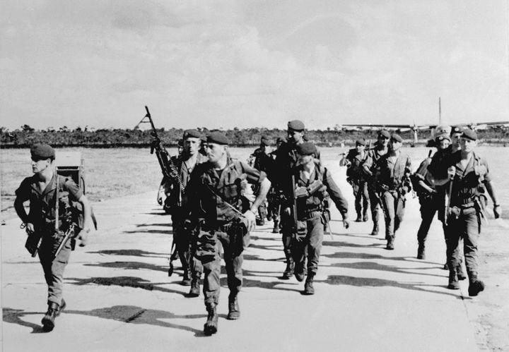 Les légionaires français prennent le contrôle de Kolwezi, dans la province congolaise du Shaba, le 20 mai 1978. Une opération qui a permis d'évacuer 3000 ressortissants européens bloqués dans la ville occupée par des rebelles. (VANEES / UPI)