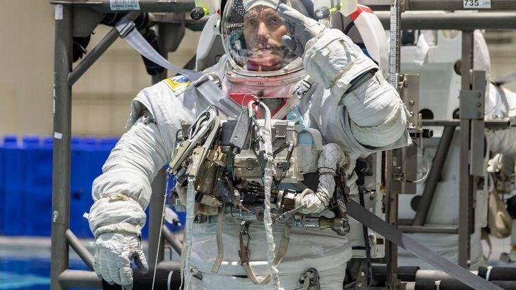 """L'astronaute de l'ESA Thomas Pesquet, à Houston au Texas le 19 juin 2020,s'entraîne en prévision de la mission """"Alpha"""" de l'ISS prévue pour le printemps 2021. (BILL STAFFORD / NASA / AFP)"""