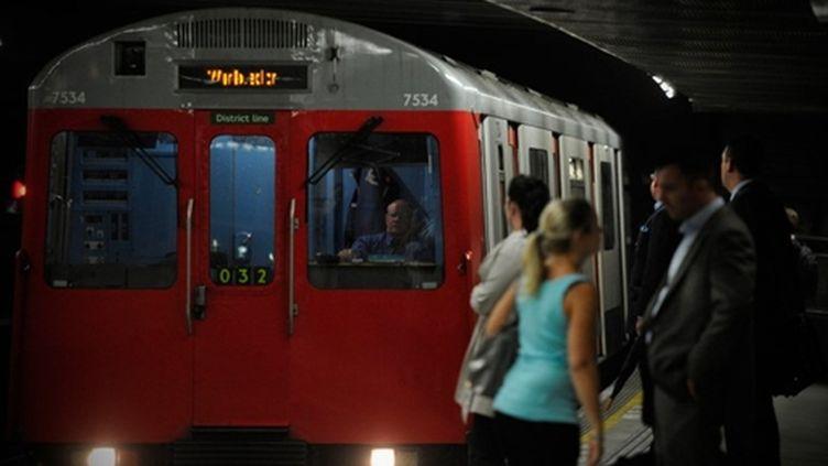 Des passagers du métro londonien, le 6 septembre 2010. (AFP - Carl Court)