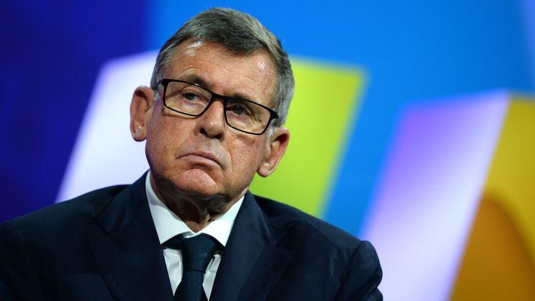 Georges Plassat, alors PDG du groupe Carrefour, lors d'une conférence à Paris le 30 juin 2016. (ERIC PIERMONT / AFP)