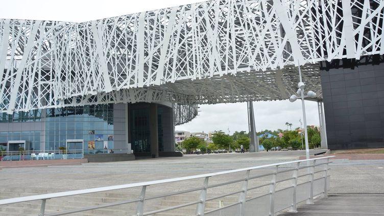 Le Mémorial ACTe, Centre caribéen d'expressions et de mémoire de la Traite et de l'Esclavage à Pointe-à-Pitre (Guadeloupe). (JEAN-CHRISTOPHE BOURDILLAT / RADIO FRANCE)