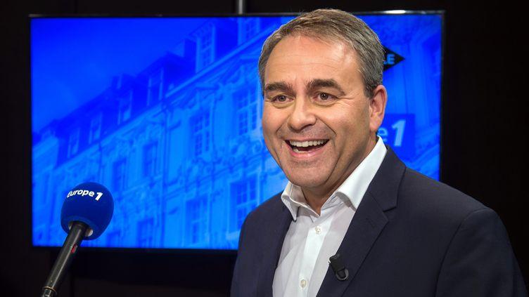 Le candidat des Républicains pour les régionales enNord-pas-de-Calais-Picardie, Xavier Bertrand, lors d'un débat télévisé à Lille, le 27 octobre 2015. (PHILIPPE HUGUEN / AFP)