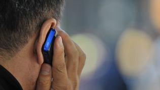 SOS Amitié réceptionne 500 appels supplémentaires chaque jour depuis le début du confinement. (STAN HONDA / AFP)