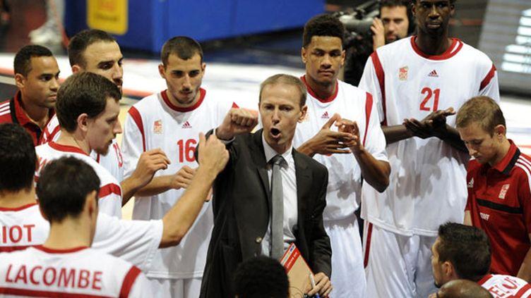 Vincent Collet, l'entraîneur de la SIG, au milieu de ses hommes