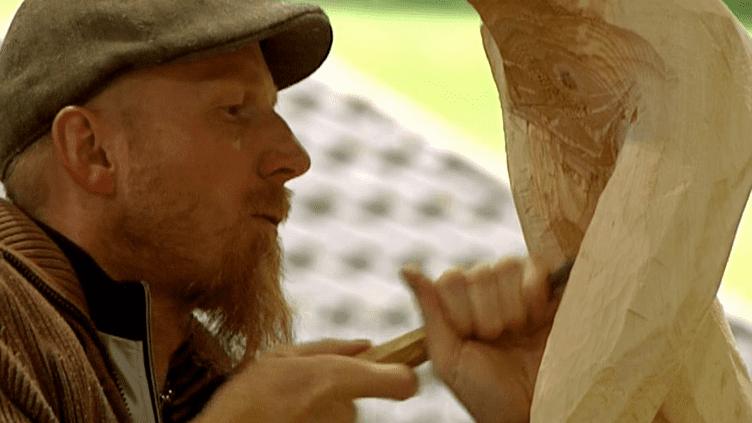 """Le Festival international de sculpture de la Bresse convie des artistes du monde entier pour travailler sur un défi au thème commun des """"Reflets"""".  (France 3 / Culturebox)"""