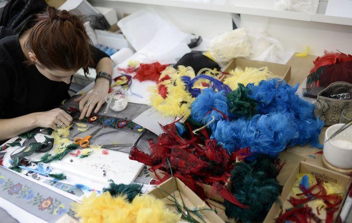 Atelier Lemarié en novembre 2014  (STEPHANE DE SAKUTIN / AFP)