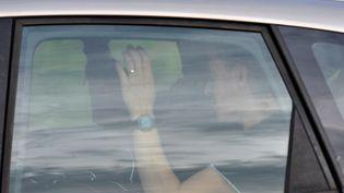 Berkane Maklouf, le compagnon de la mère de Fiona, lors de son transfert vers Aydat (Puy-de-Dôme) pour les recherches du corps de la fillette le 27 septembre 2013. (THIERRY ZOCCOLAN / AFP)