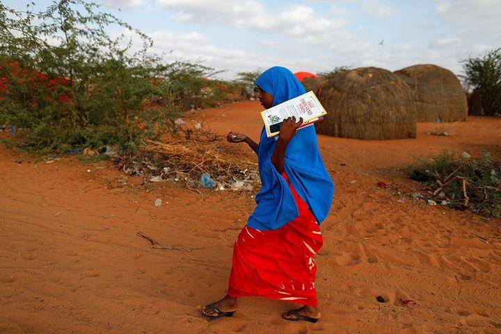 Zeinab dans le village de Dollow (Zohra Bensemra / REUTERS )