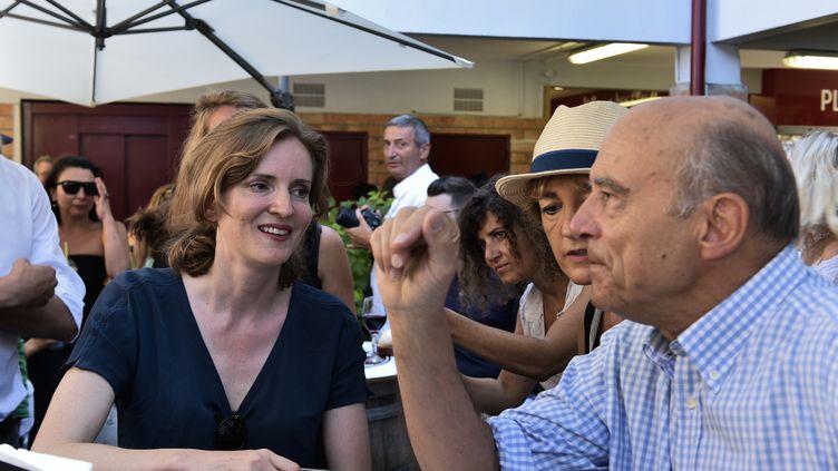 Nathalie Kosciusko-Morizet a reçu le soutien d'Alain Juppé, le 14 août 2016 à Hossegor (Landes), dans la course aux parrainages pour se présenter aux primaires. (NICOLAS MOLLO / AFP)
